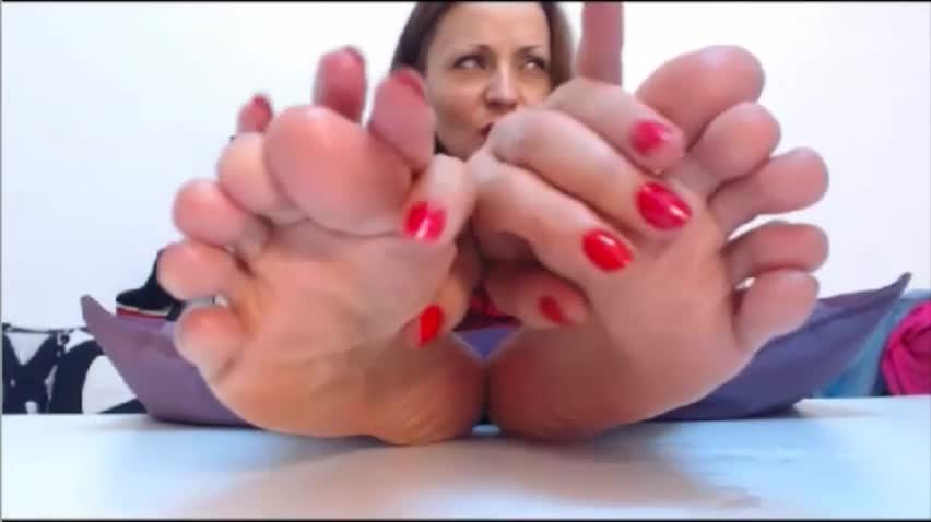 Busty seductress revealing her sexy feet and teasing her hungry slit  470489
