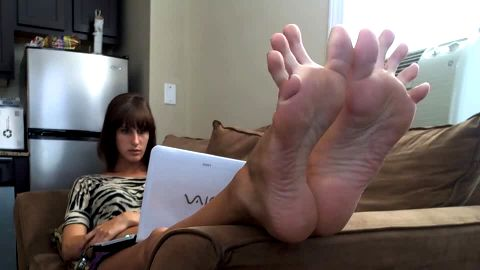 Toes spread while chilling out with laptop