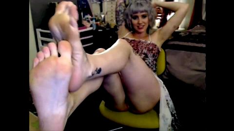 Gorgeous tattoos webcam model with lovely feet posing in her sexy dress