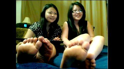 Flirty Asian toe teases on cam