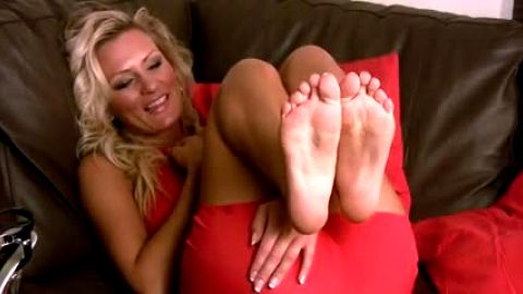 Emma Kate gives interview about her foot fetish