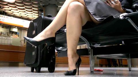 Airport black heel showoff in skirt