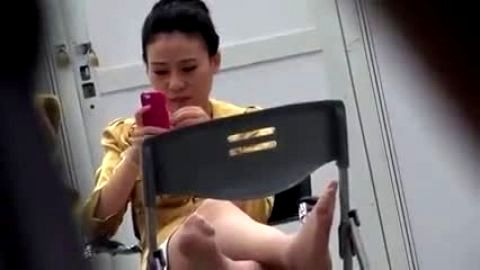 Asian amateur with pretty feet upskirt view