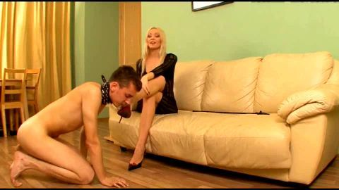 Footboy on collar submits to master