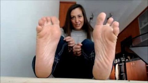 Foot closeup while she tells you how to jerk