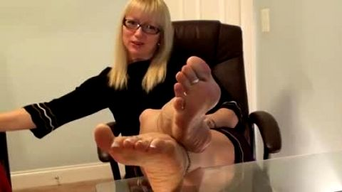 Older foot goddess wants you to worship