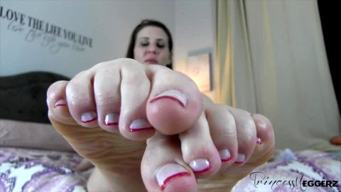 Princess Meggerz shows off manicured toenails