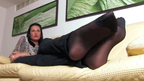 Stern foot bitch shows off stockinged feet