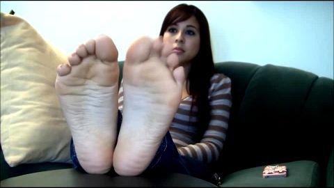 Soft Latina feet are inviting
