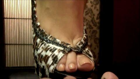 British Foot Mistress punishes slave