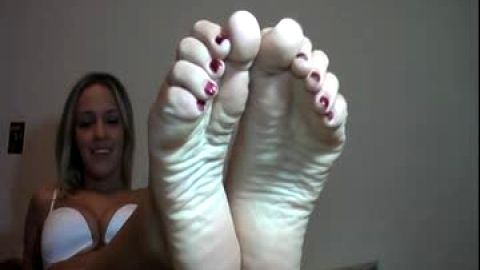 Barely legal foot amateur with long arches