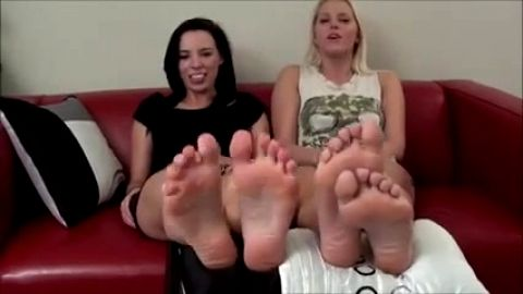 Two hotties tease with toes and give JOI