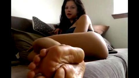 Smokey voiced barefoot brunette instructs your self pleasure