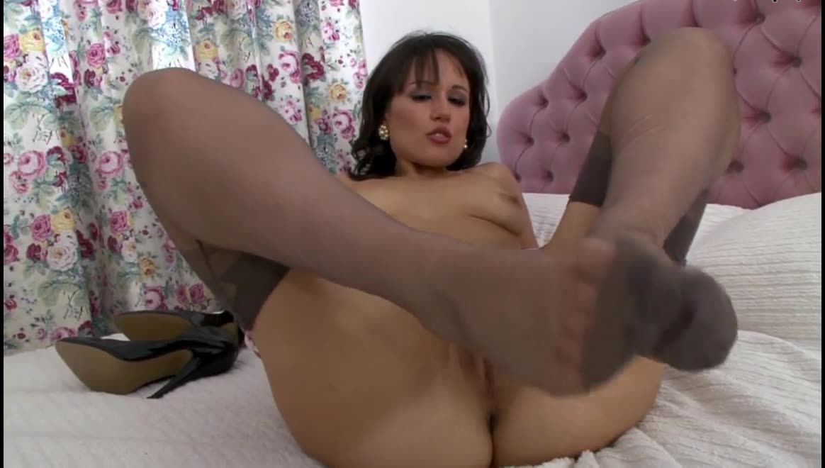 Dirty nylon feet