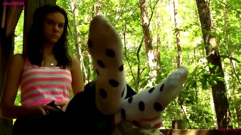 MtnMaiden shows polka dot socks