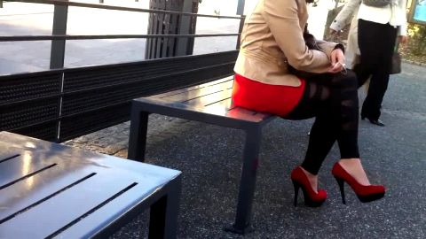 Candid stroll in arousing rouge pumps