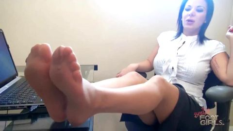 POV: Hot Older Woman Calls You To Fix Her Computer But Makes You Lick Her Nylons Instead