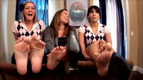 2 Cute School Girls And An Older Woman ALL Show Off Their Gorgeous Bare Feet