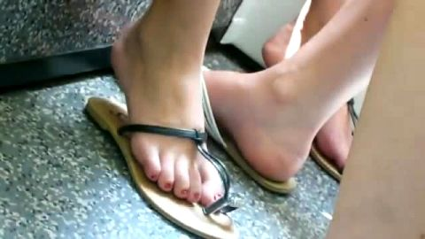 Amateurs on train in flip flops