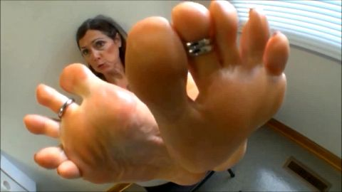 Lusty Older Woman With Toe Rings Puts Her Bare Feet Right In Your Face