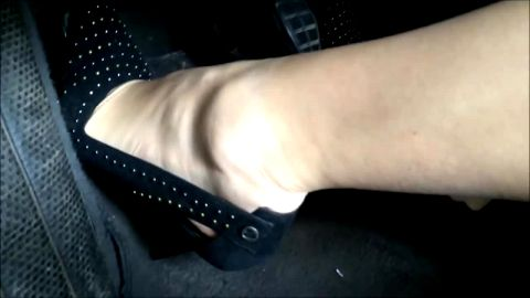 Love Anna pedal pumping in studded slingback scarpins