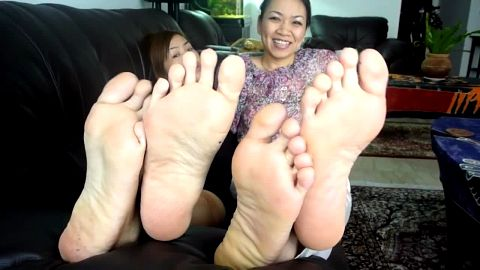Asians give foot voyeur show
