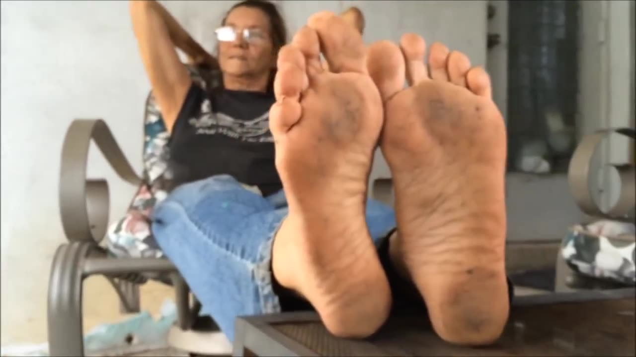Mature Dirty Feet Worship