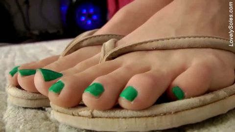 Sensual Beautifully Green Polished Nails inSandals