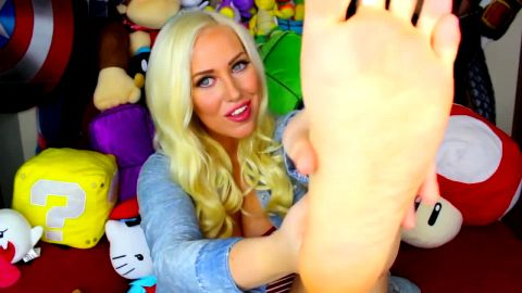 Beautiful foot tease talks foot worship with you
