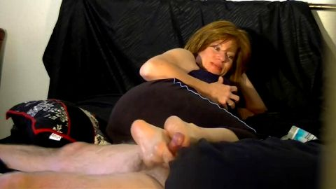 Sole job from older sexpot