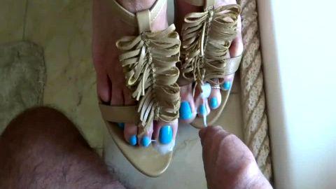 Super long toes get cum bath