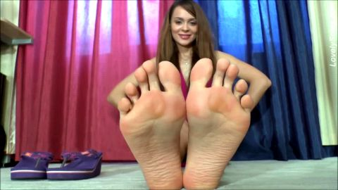 Redhead curls her toes and enjoys it