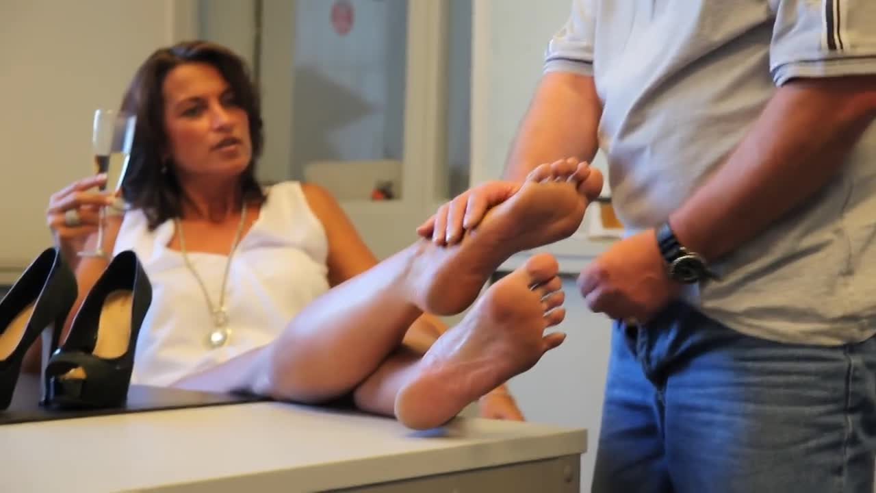 German Mature Feet Worship