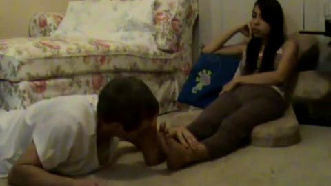 Excellent Thai footjob and toe stretching