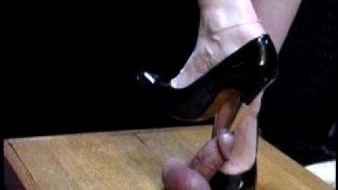 Urethral sounding with thick heel