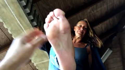 Older woman has very nice feet