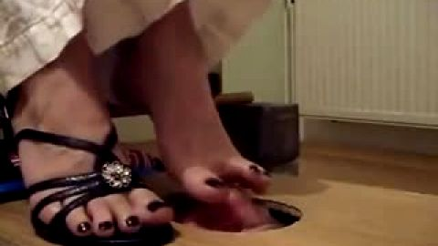 Slave sniffing toes through hole