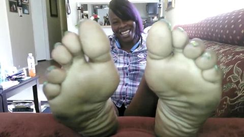Ebony cutie's soft soles closeup