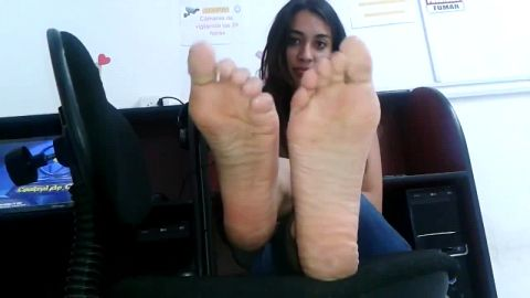 Latina has long rabbit feet, but they're cute
