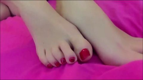 Naked girl with a shaved pussy enjoys playing with her amateur feet
