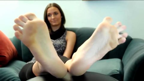 Tall, long feet with high arches