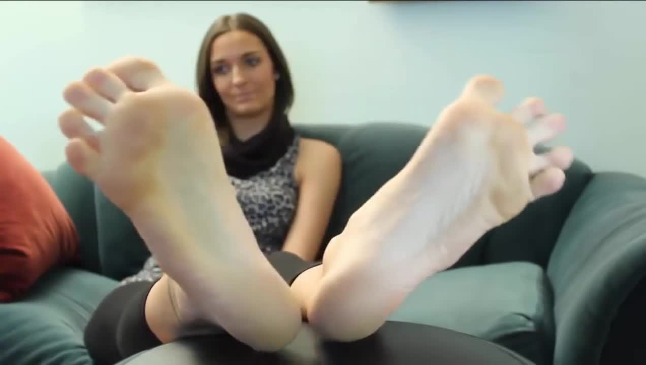 Blonde Milf Feet Worship
