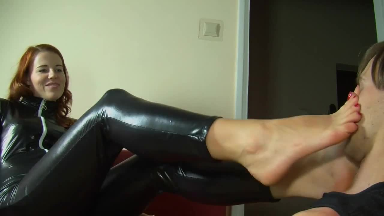 Sasha Foxx Foot Worship