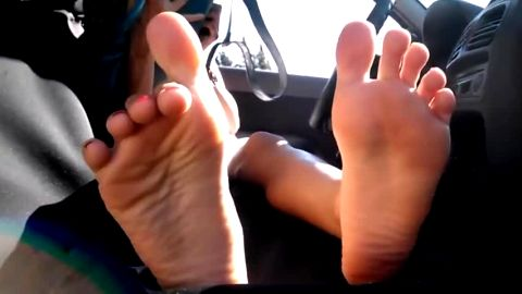 Wonderful amateur girl showing the flexibility of her amateur feet and toes