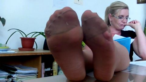 Passionate teaching with gorgeous feet looks good wearing sexy nylon stockings