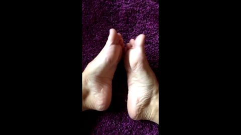 Purple Lady Laura foot fetish - Worship!