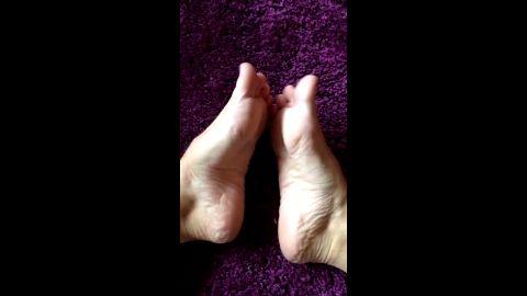 Purple Lady Laura foot fetish - Worship!