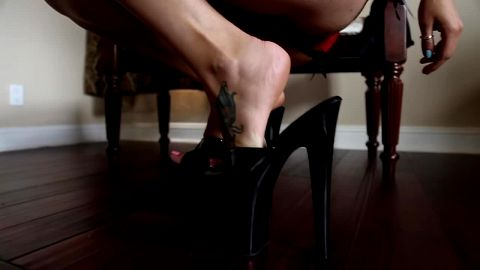 6 inch black platform heels and tatoo on sexy feet