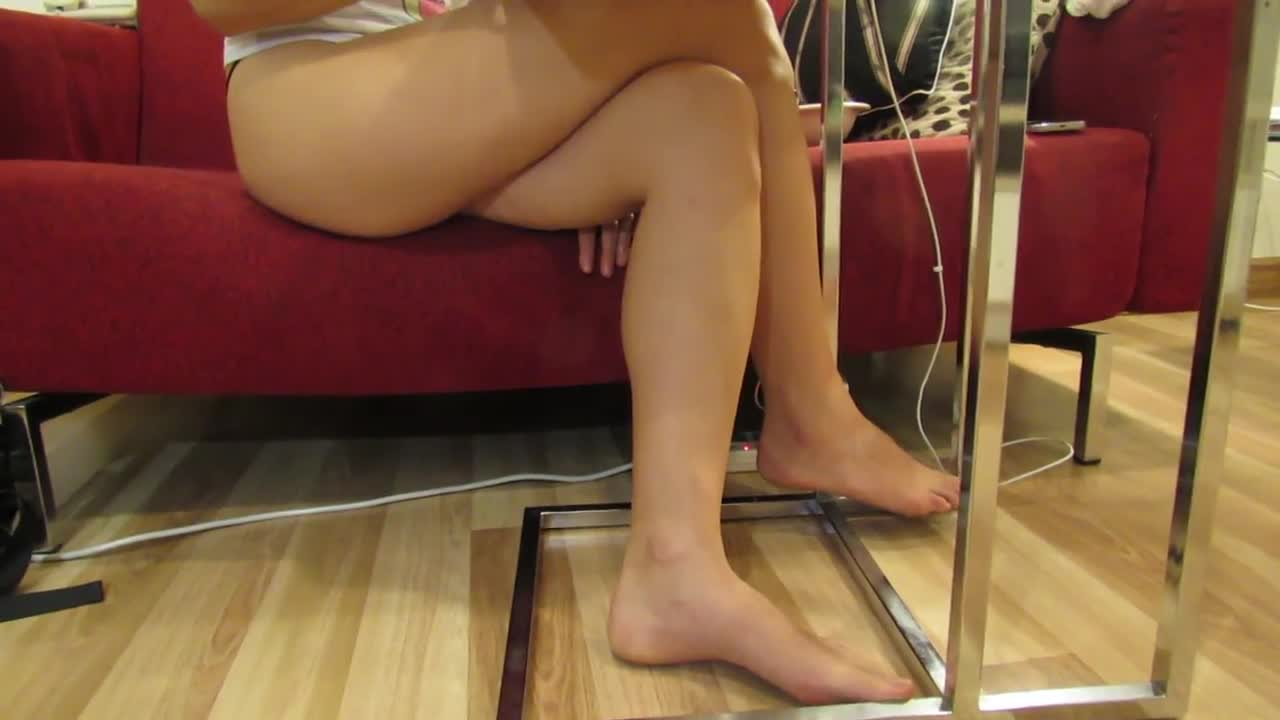 Girl amateur feet naked