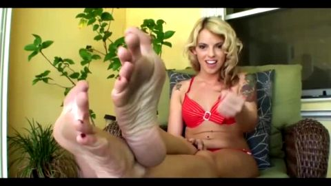 Attractive tattooed blonde likes playing some sexy feet JOI games